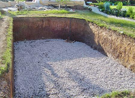 Котлован и подложка под бетонный бассеин