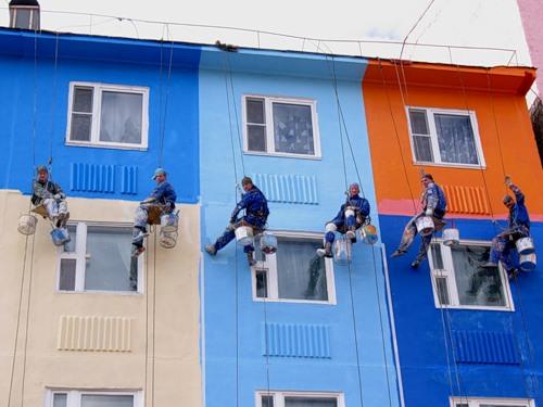 окраска фасада строительной бригадой